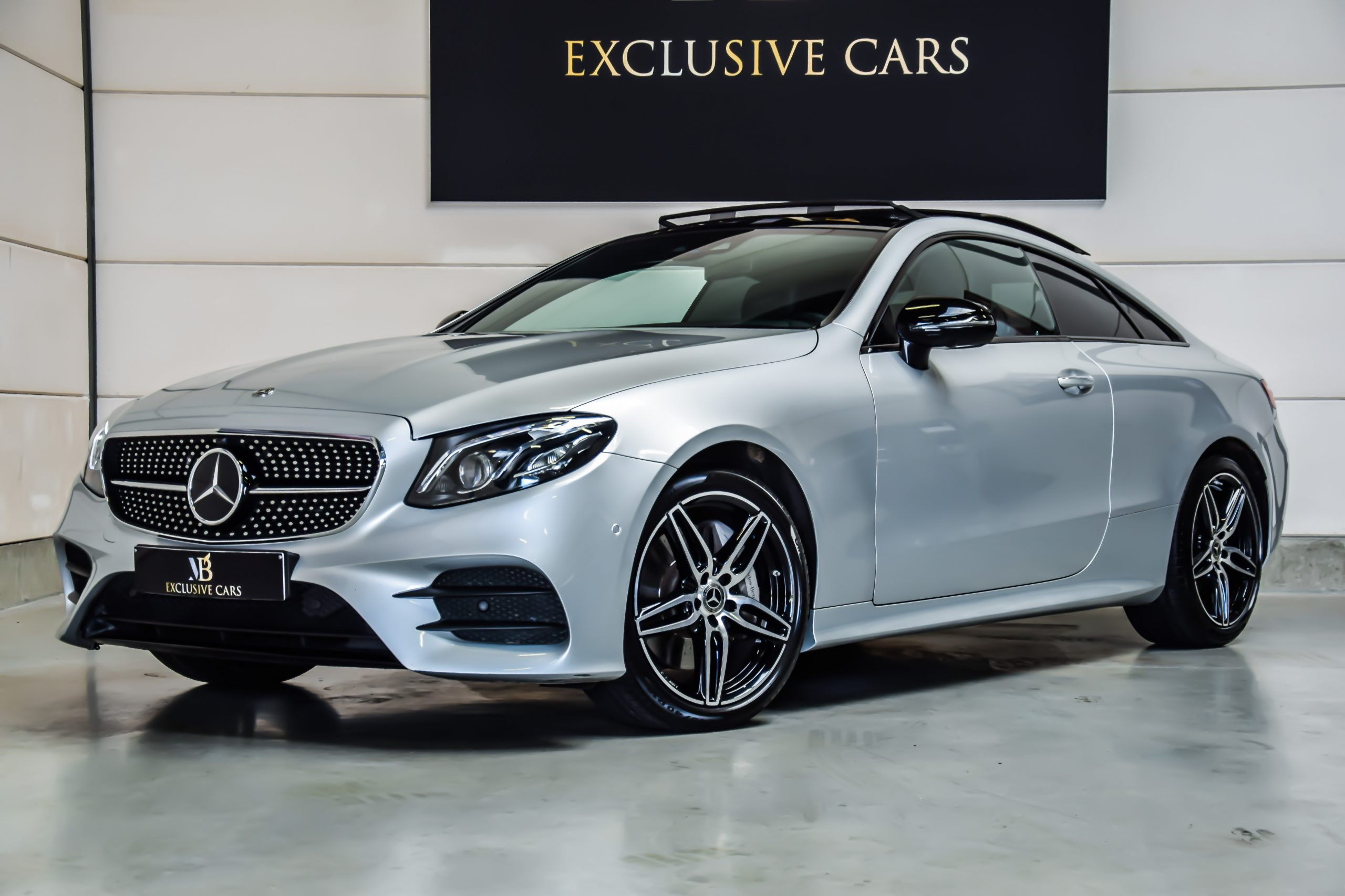 Mercedes-Benz E300 AMG-Line Coupé 04/2018 – Full Option!!!