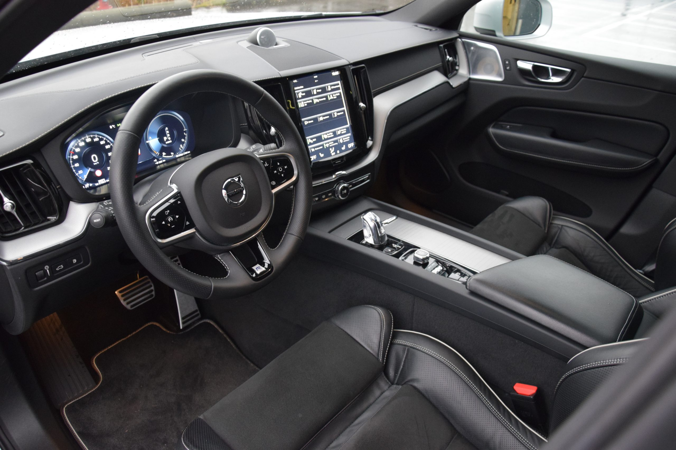 Volvo XC60 2.0 T8 Plug-In Hybride R-Design – Full Option!!