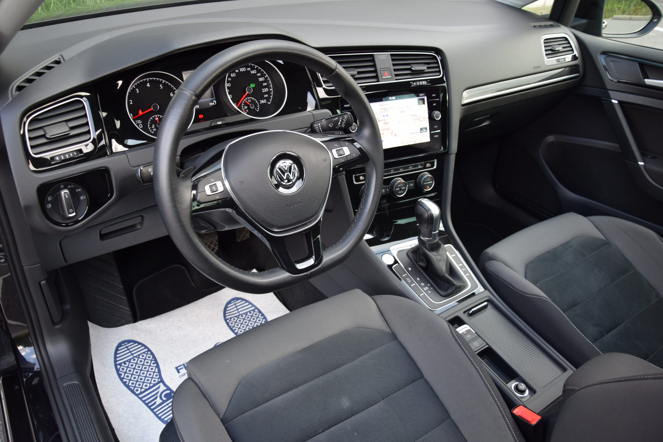 Volkswagen Golf VII 1.4 TSI BMT Highline DSG 12/2017- Pano!!